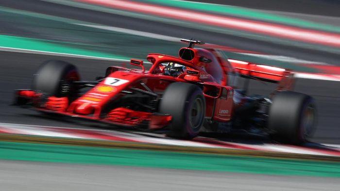 Kimi Raikkonen mengukir waktu tercepat pada hari terakhir tes F1 Barcelona (Albert Gea/Reuters)