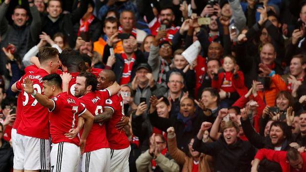 Marcus Rashford cetak gol kedua ke gawang Liverpool.