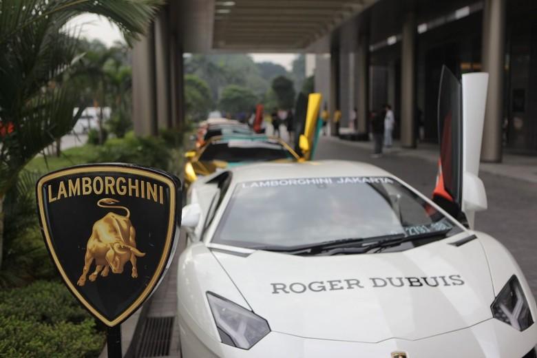 Punya supercar seperti Lamborghini merupakan impian banyak orang, namun tidak semua dapat memilikinya. Bisa dibilang mereka hoki dan sesuatu yang membanggakan. Foto: dok. Lamborghini