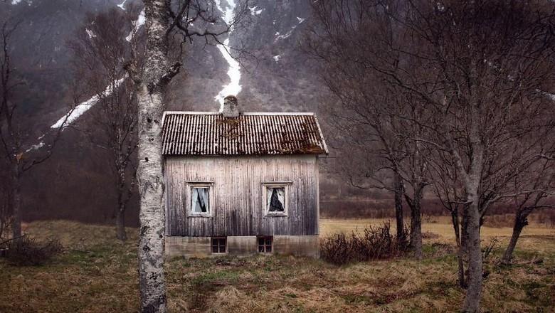 Seorang fotografer berkeliling Lingkar Kutub Utara untuk mengambil gambar rumah-rumah terbengkalai atau biasa dibilang rumah hantu. Seperti apa penampakannya?