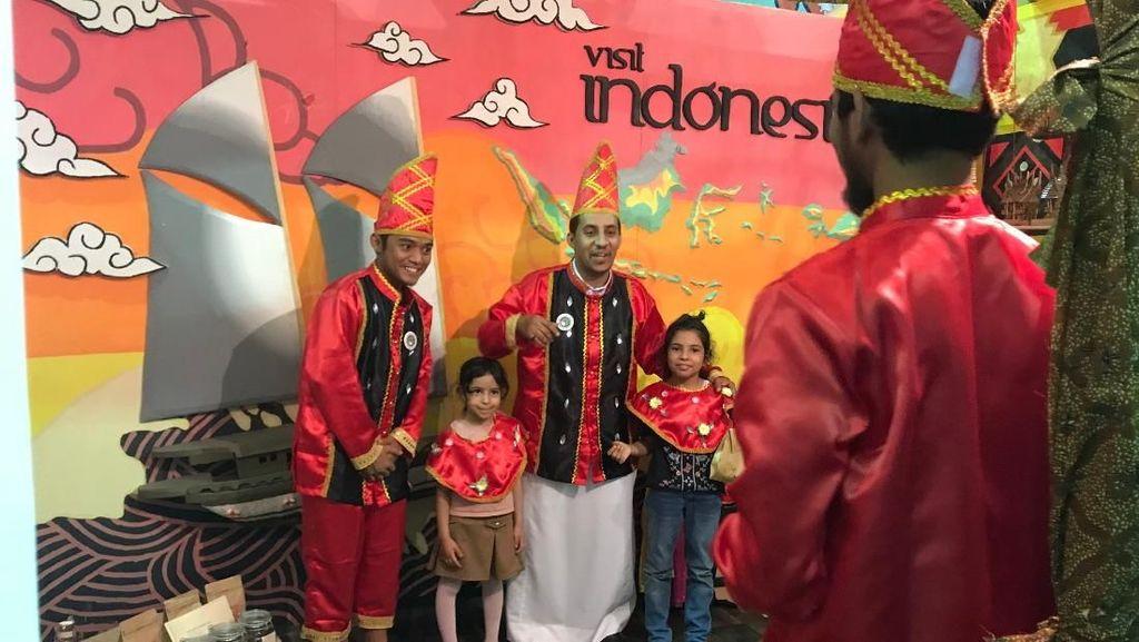 Ini Baru Top! Mahasiswa Indonesia Promosi Wisata di Madinah