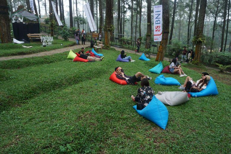 Pengunjung dimanjakan dengan beberapa camping side yang dapat digunakan untuk duduk santai dan beberapa spot menarik untuk berfoto. Foto: Veynindia Esaloni Pardede