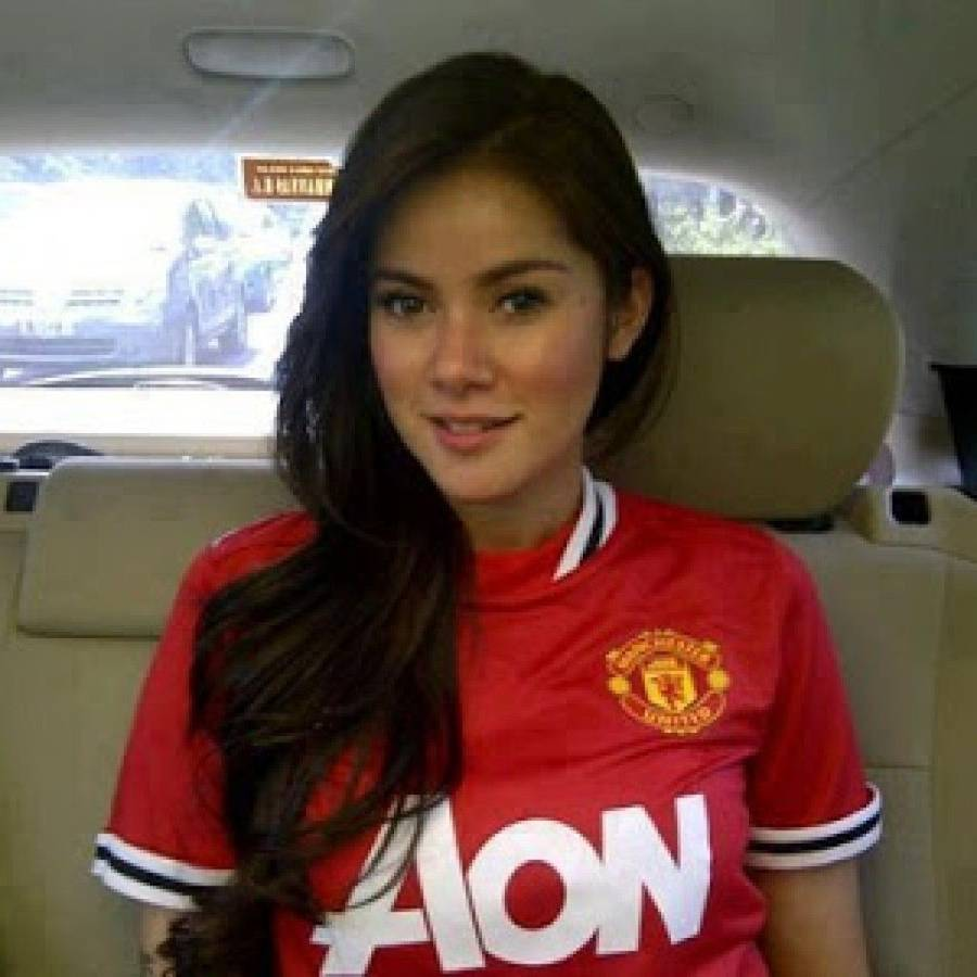 Artis Cantik Fans Manchester United Dan Liverpool Siapa