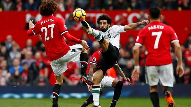Peluang terakhir Mohamed Salah di pengujung laga masih melambung.