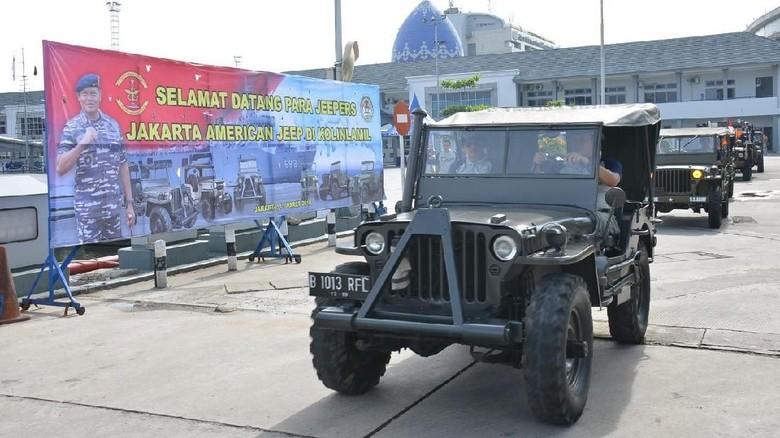 Saat Jeep Willys Era Perang Dunia II Masuk Lambung KRI Teluk Amboina