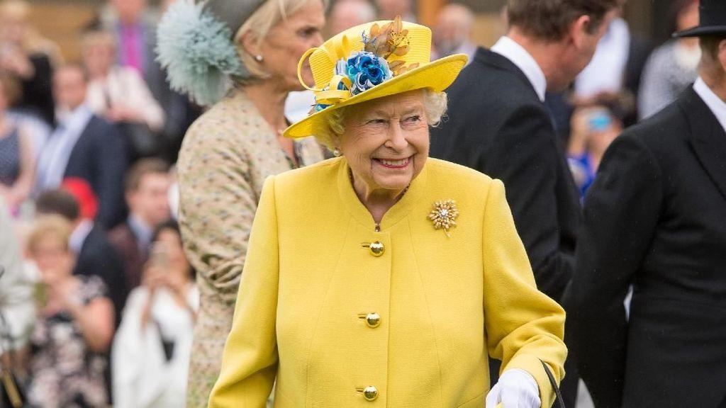 Ini Alasan Ratu Elizabeth II Tidak Pernah Lepas Sarung Tangan