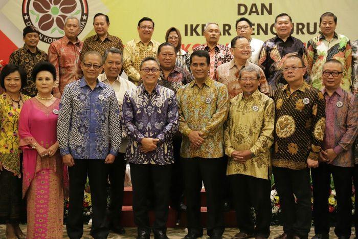 Foto: Pengurus Dewan Kopi Indonesia berfoto bersama Ketua MPR Zulkifli Hasan dan Mentan Amran Sulaiman (Dok. MPR)