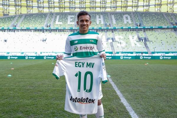 Pemain sepakbola Indonesia, Egy Maulana Vikri akhirnya bergabung dengan tim sepakbola Lechia Gdanks. Egy Maulana Vikri bakal menggenakan nomor punggung 10 (Lechia.pl)
