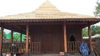 Bagunan yang dibuat di samping keraton buatan Hanung Bramantyo.
