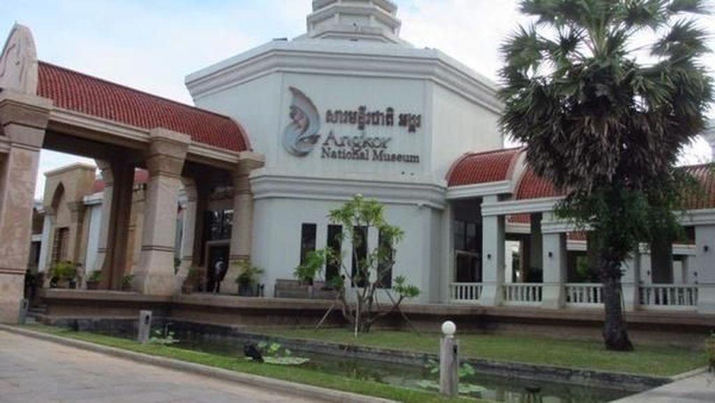 Belajar Sejarah Kamboja di Angkor National Museum