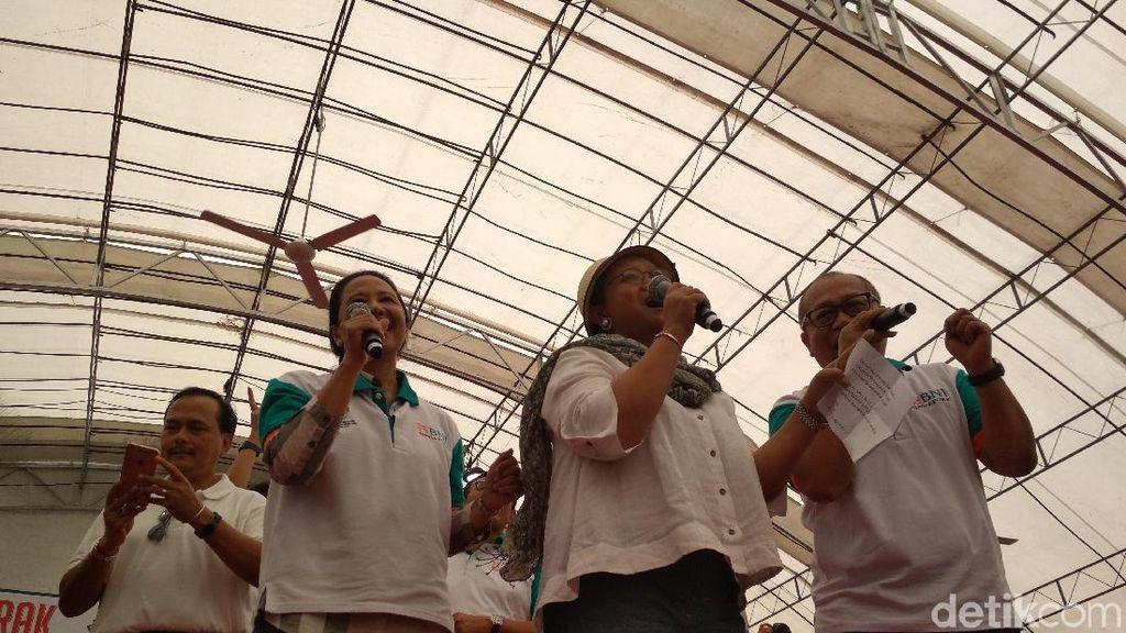 Duet Rini-Retno Goyang TKI di Singapura