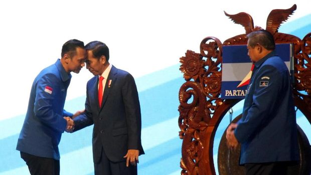 Demokrat disebut akan mendukung Jokowi di Pilpres 2019 dengan menempatkan AHY sebagai menteri