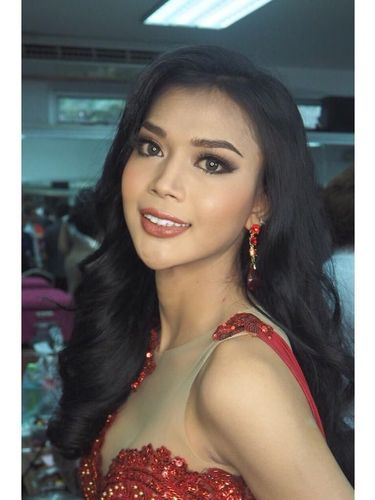 Transgender Indonesia Menang Kostum Terbaik di Miss International Queen