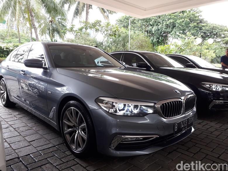 Sedan BMW Seri 5, akankah harganya turun? Foto: Mohammad Luthfi Andika