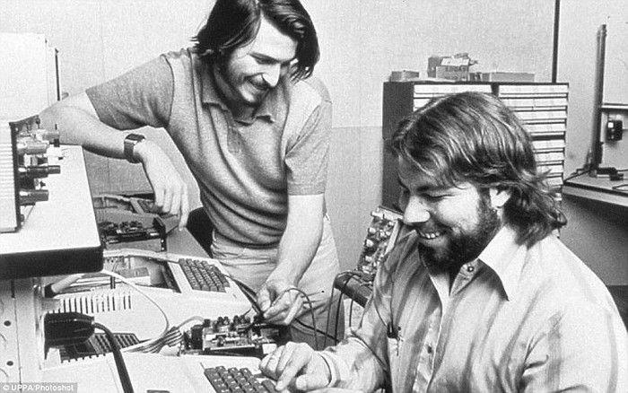 Steve Jobs dan Steve Wozniak. Foto: Phone Arena