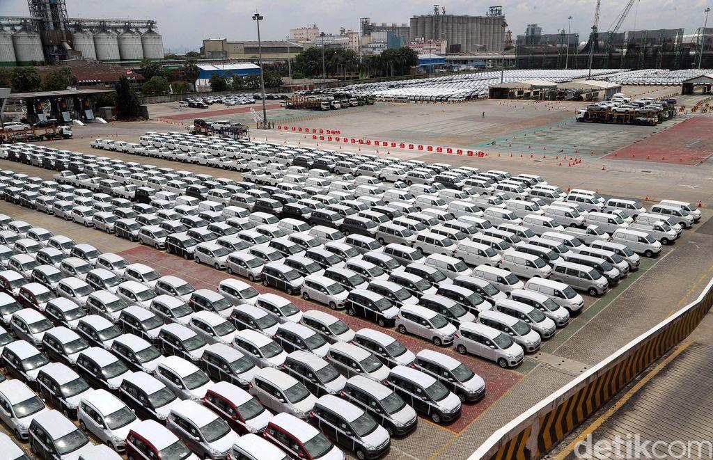 Penjualan mobil April 2020 turun drastis.