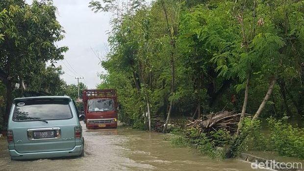 Banjir Bengawan Njero, Jalan hingga Tambak di Lamongan Tergenang