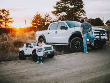 Ketika anaknya, Hudson, lahir, Tanner pun berkomitmen menjadi ayah sekaligus teman bagi Hudson. (Foto: Rein Photography)