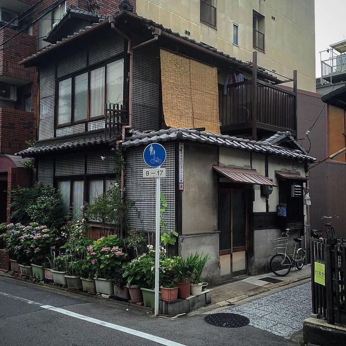 Seorang fotografer bernama John Einarsen mulai berkeliling Kyoto untuk mengambil memotret bangunan-bangunan unik. Istimewa/Instagram/kyotojournal.