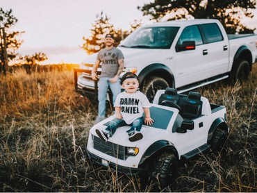 Tanner hanya bisa bertemu istri dan calon anaknya di weekend aja. (Foto: Rein Photography)
