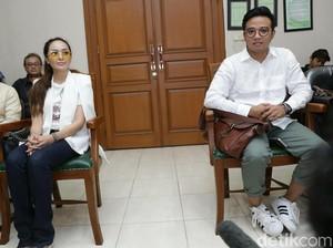 Hadir di Sidang Cerai Perdana, Roby Geisha Tolak Dicium Cinta Ratu
