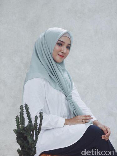 Review Hijab Voal dan Polycotton oleh Ayu Indriati, Apa Hasilnya?