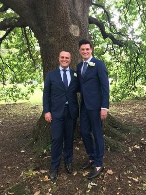 Anggota Parlemen Australia Tim Wilson Nikahi Kekasih Gay-nya