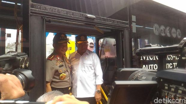 Kapolri dan Menhub berencana meresmikan Green Line atau pemberlakuan ganjil genap di Pintu Tol Bekasi