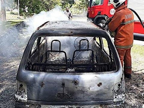 Mobil Perodua Kancil yang dibakar