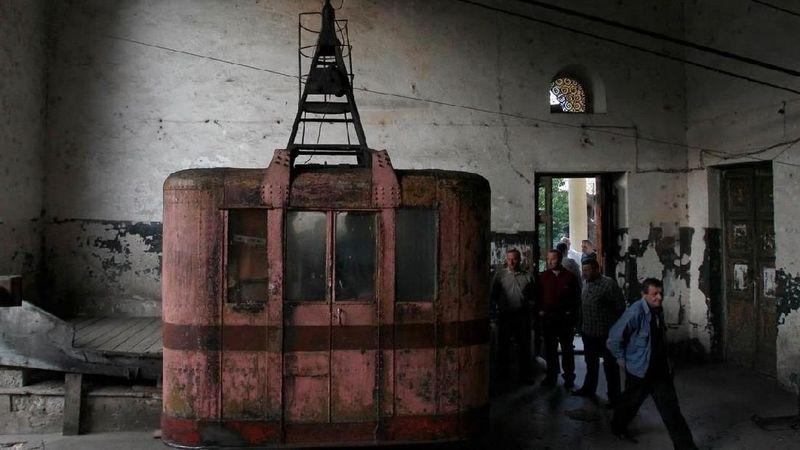 Kereta gantung ini dibangun pada masa Uni Soviet. Dulunya berguna menyokong pertumbuhan ekonomi di Kota Chiatur, Georgia. (David Mdzinarishvili/Reuters)