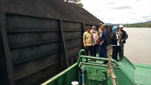 Dua Tongkang Pengangkut Batu Bara Ilegal di Kalteng Diamankan