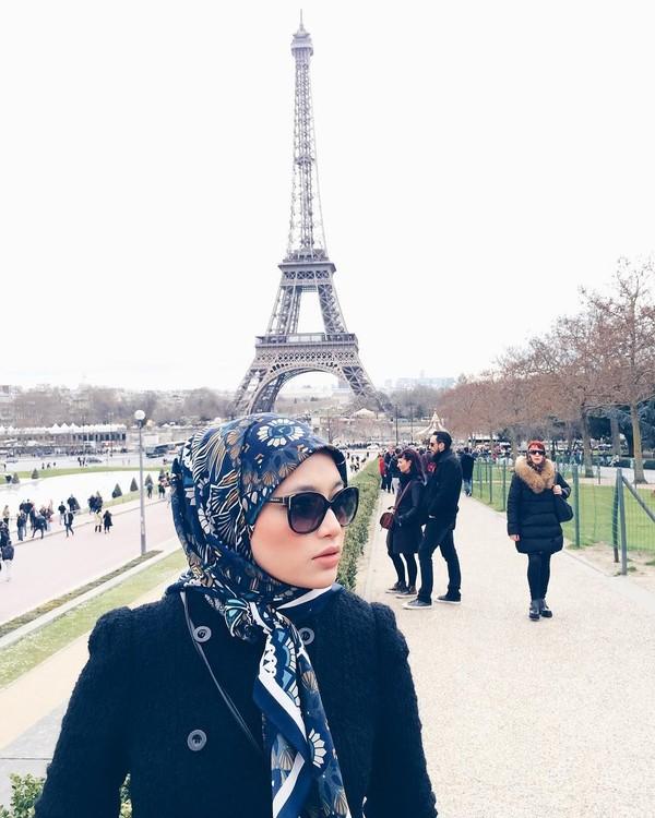Eropa pun telah Radiah jelajahi, termasuk Paris (radiahsarip/Instagram)