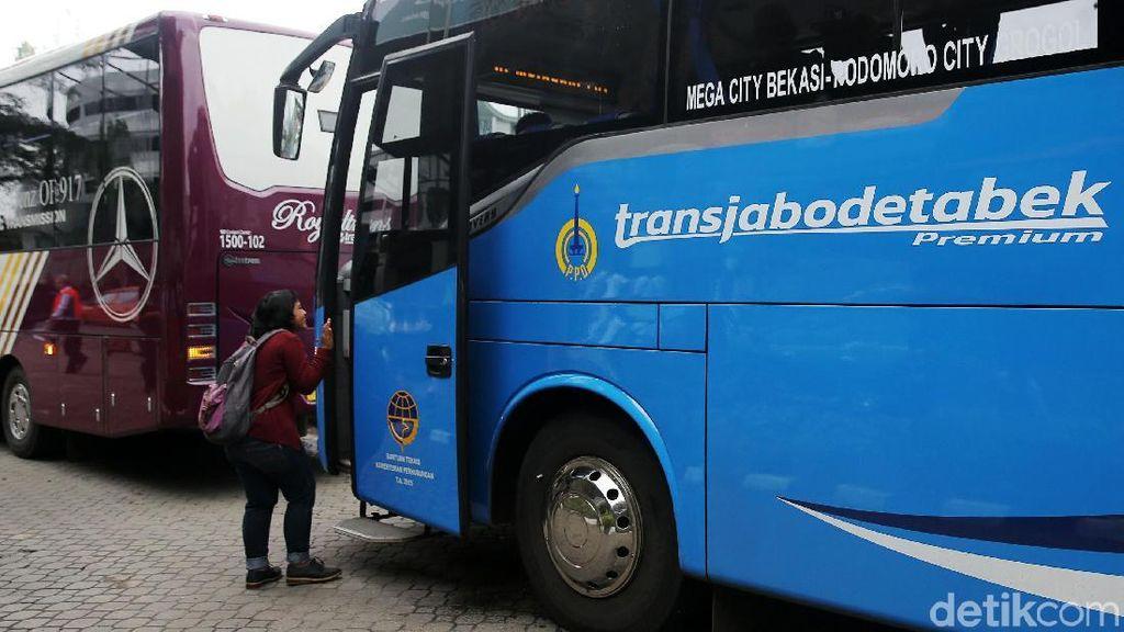 Tarif Bus Premium di Pintu Tol Karawaci Rp 20.000-an