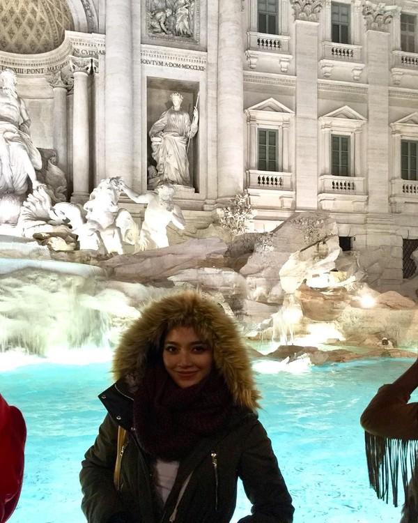 Belum ke Roma kalau belum ke Air Mancur Trevi (radiahsarip/Instagram)