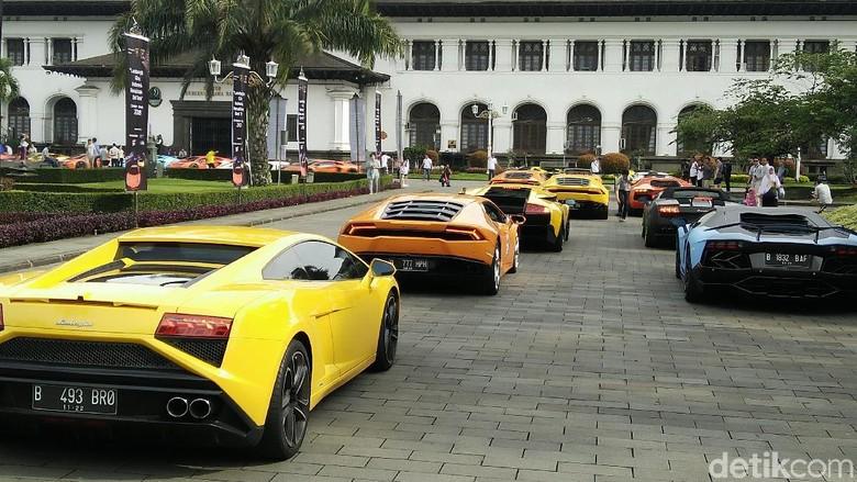 Lamborghini Club Indonesia saat touring ke Bandung akhir pekan lalu (Foto: Khairul Imam Ghozali)