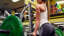 Gadis 19 tahun ini didiagnosis Small Intestine Bacteria Overgrowth (SIBO). Tubuhnya sempat kerempeng, tapi kini bangkit jadi seorang bodybuilder.
