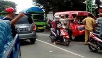 Kecelakaan Beruntun di Jombang, Sopir Angkot Terjepit