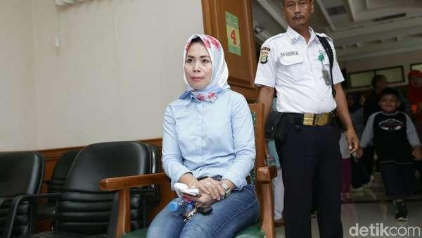 Aming Jadi Cewek, Istri Abdee Slank Hadiri Sidang Cerai