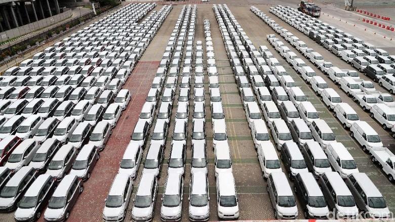Mobil-mobil yang siap dikirim ke pemiliknya Foto: Grandyos Zafna