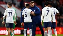 Pemain Inggris di Piala Dunia 2018, Danny Rose akui pernah mengalami depresi. Hal itu dipicu oleh kematian sang paman dan perlakuan rasis terhadap ibunya.