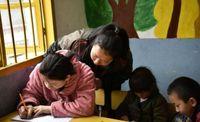 Tak Ada Kata Telat untuk Belajar, Ini Kisah Ibu Masuk TK Bareng Anaknya