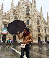 Berfoto di depan Katedral Duomo di Milano, Milan (radiahsarip/Instagram)