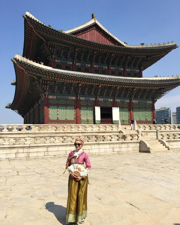 Pakai hanbok di Istana Gyeongbokgung (radiahsarip/Instagram)