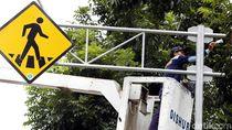 Perawatan Rambu Lalu Lintas di Jalan Medan Merdeka Selatan