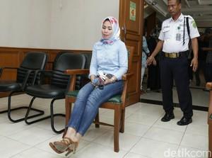 Usai Jalani Sidang Cerai, Istri Abdee Slank Hindari Media Lewat Jalan Hakim