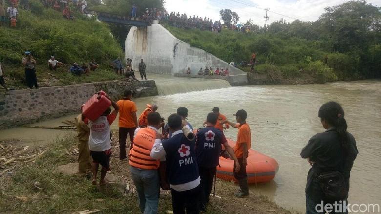 Tertabrak Kereta dan Terlempar ke Sungai, Mbah Manem Belum Ditemukan