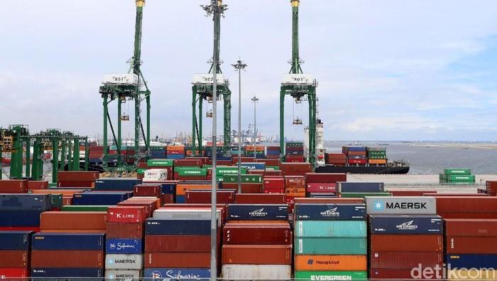 Presiden Joko Widodo (Jokowi) mengungkapkan, nilai ekspor Indonesia sampai saat ini kalah dengan negara tetangga seperti Thailand, Vietnam, dan Malaysia.