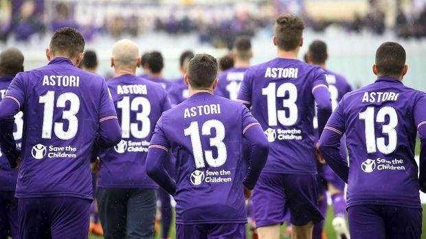 Fiorentina memensiunkan nomor punggung 13 Davide Astori.