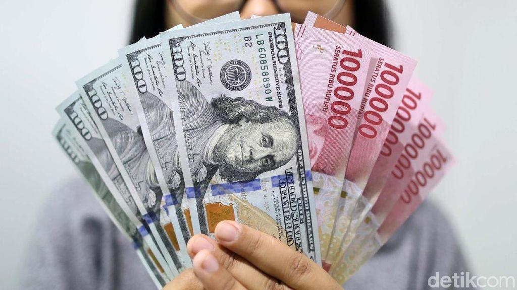 Dolar AS Diprediksi Jinak Sementara, Jokowi Perlu Waspada