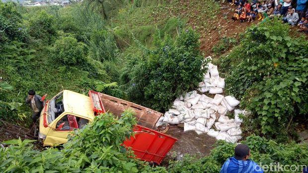 Truk Masuk Jurang di Banjarnegara, 3 Meninggal 2 Luka-luka